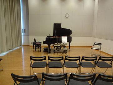 よく響くお部屋、ピアノです。