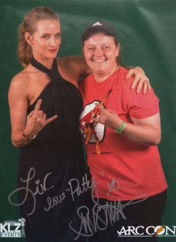 Shantel VanSanten (the Flash) photo op