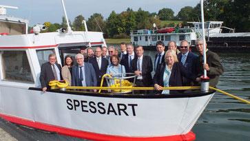 """25 Jahre Main-Donau-Kanal: Von Hilpoltstein aus fahren die Festgäste auf der """"Spessart"""" in Richtung Europäische Hauptwasserscheide"""