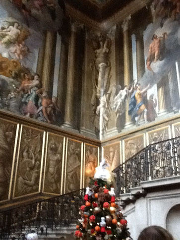 この壁の風景はすべてフレスコ画。絵画なのです。まるでよくできた壁の装飾か、窓から見える風景のよう。