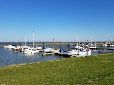 Der Anblick des kleinen Yachthafens ist immer wieder schön