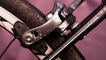 Überprüfung Fahrradbremse / Bild von Melk Hagelslag auf Pixabay
