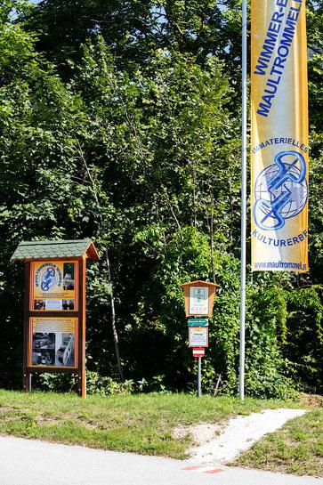 Halte und Parkmöglichkeit für PKW und Busse direkt an der Zufahrtstraße www.maultrommel.at