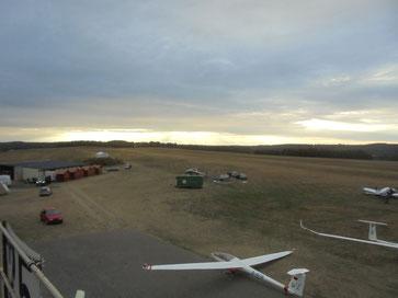 Airfield vacated - der Flugplatz ist wie leergefegt
