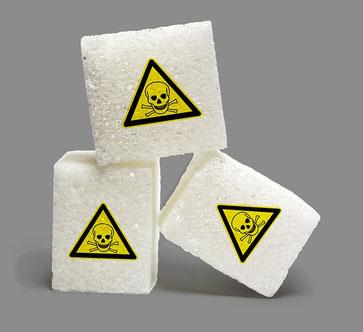 Zuckerstücke mit einem Giftsymbol für Patienten