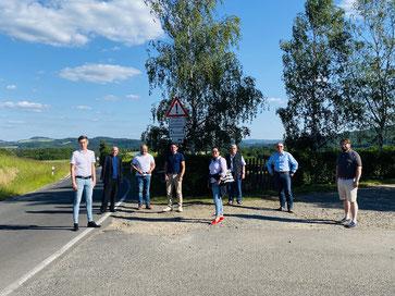 Die FDP-Vertreter aus dem Kreis und der Verbandsgemeinde Adenau hoffen zusammen mit Robert Müller auf baldige Sanierung der L 74