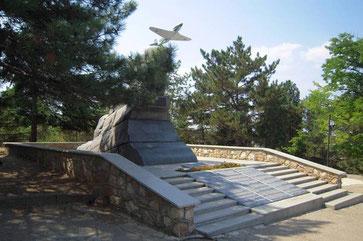 Памятник мужеству авиаторов-черноморцев