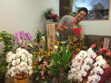 沢山御祝いの花や植物を頂いております