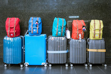Wir alle kennen das Problem: Zu viel Gepäck und zu wenig Platz(Foto: tookapic/Pixabay)
