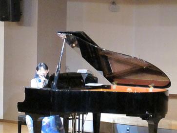 ホールはグランドピアノでした