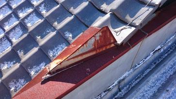 笠木と瓦屋根の取り合いの板金役物