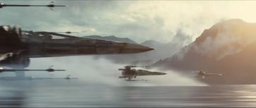 Nur einer von vielen Gänsehautmomenten - Eine Staffel X-Wings im tiefen Anflug [Quelle: Disney]