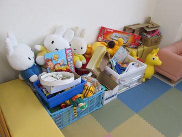 寄付していただいたおもちゃや絵本がたくさんあります!