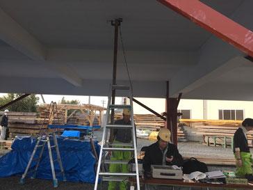 2階床面に100㎏の重りを載荷し1階天井面の変位をレーザー変位計で計測