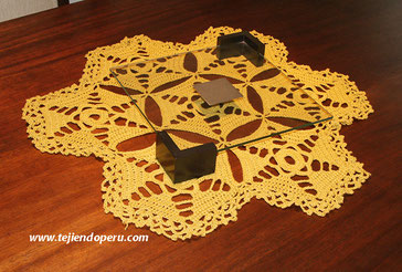 Centro de mesa hecho con hexágonos tejidos a crochet