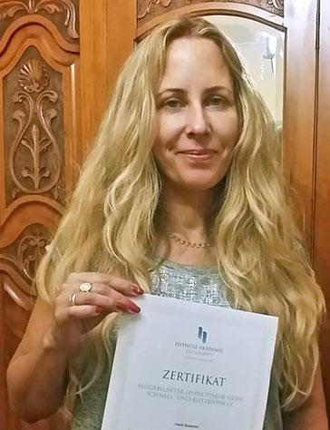Jenseitsmedium Heidi Boesner mit Zertifikat