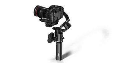DJI Ronin S es un estabilizador de tres ejes diseñado para cámaras Canon, Panasonic, Nikon, Sony, Hasselblad