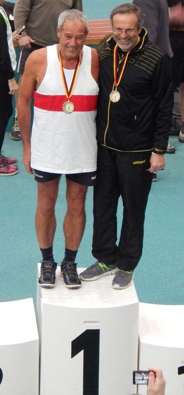 Dr. Klaus Lutter (rechts) errang mit persönlicher Bestleistung die Golfmedaille bei den MS 4.
