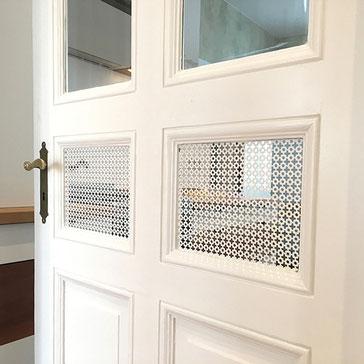 Ein- und Umbau von historischen Rahmenfüllungstüren, Tischlerei, Fenster, Terrasse, Abschleifen, Reparatur und Neuversiegelung alter Landhausdielen und Holztreppen