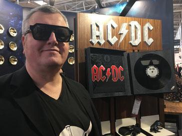 Sonnenbrille aus einer Vinylplatte geschnitten
