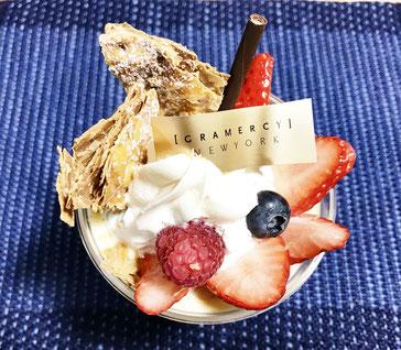 JR名古屋高島屋で購入、グラマシーニューヨークの苺とミルフィーユのパフェ