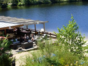 terrasse du resto devant l'étang de Ruffaud