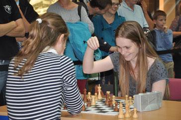 Schach im Centrum, Dresden, Melanie Lubbe gegen Judith Fuchs