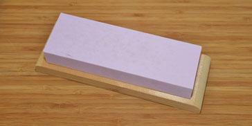 Japanischer Schärfstein 220 auf Holzfuss