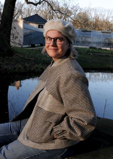 Mit meiner frischgebackenen Tweedjacke komme ich gut gelaunt durch den Frühling. © Griselka 2021