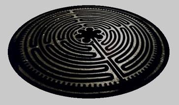 Table labyrinthe Chartres résine verre pilé oeuvre unique sculpture
