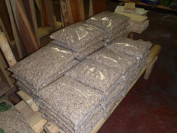 出荷待ちの木製猫砂(Neco Republic専用品)