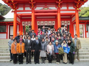近江神宮前で記念撮影