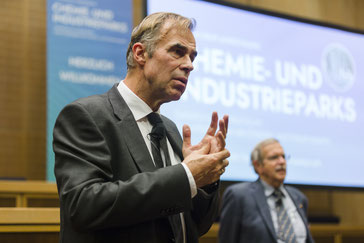 Service Experte & Vortragsredner Michael Bauer von TQM - Top Speaker für Veränderungen - www.thequalitymakers.com - Empathie und Verständnis