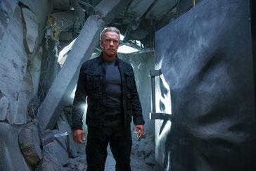 Arnold Schwarzenegger als T-800. Szenenbild aus dem Film Terminiator Genisys