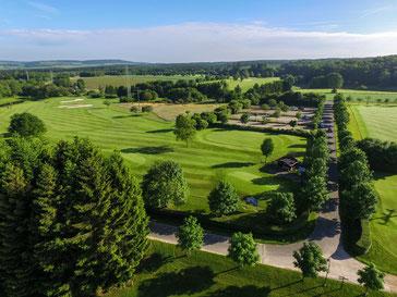 Der Golfplatz Eifel liegt eingebettet in ein herrliches, naturbelassenes Erholungsgebiet