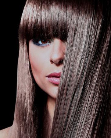 Die Vielfalt an Haarschnitten und Variationen und neuste Trends, das sind die Herausforderungen die uns täglich zu Höchstleistungen treiben.