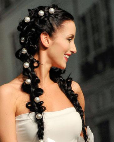 Bridal Hairstyle: Wir beraten Sie bei der Wahl der Frisur, eines besonderen Haarschmucks bis hin zum Make-up für den grossen Auftritt.