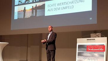 Frank Rebmann - Keynote Speaker, Vortragsredner, Buchautor - Vortrag Der Stärken-Code. Denkanstöße Stuttgarter Zeitung -  in Freiburg