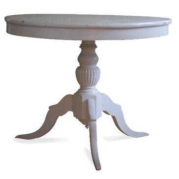 Weiße Vintage-Möbel aus Skandinavien. Erhältlich im Lübecker Kristallkontor.