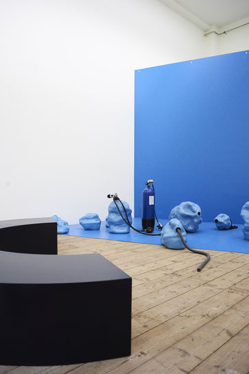Judith Adelmann Aspiration – complacency kills 2019, installation views at AdBK Munich,  glazed ceramics, linoleum, ready-mades, rubber, silicone, painted mdf, sound, installation size variable