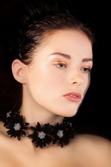 Haare & Make-up / Schülerin: Valentina B.  Model: Selina H. Agency: S-Models Model Management Produktion: Bloos Make-up & Hair Academy Foto: Markus Thiel