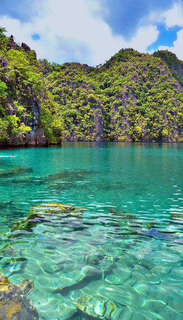Kayangan Lake in Coron | 20 Photos of the Philippines that will make you want to pack your bags and travel © Sabrina Iovino | JustOneWayTicket.com