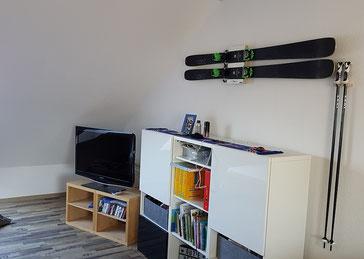 Hallo Christian,  die Ski sind an der Wand. Sieht super aus. (Axel W.)