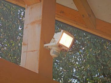 Spot d'éclairage extérieur avec détecteur de mouvement