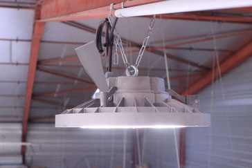 Plafonnier d'éclairage LED dans un local professionnel