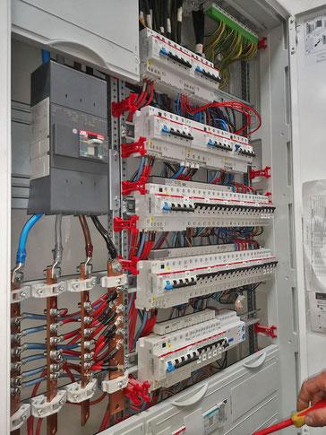 Tableau électrique industriel réalisé par Thierry Besançon, électricien à Viriat, près de Bourg-en-Bresse dans l'AIn (01)