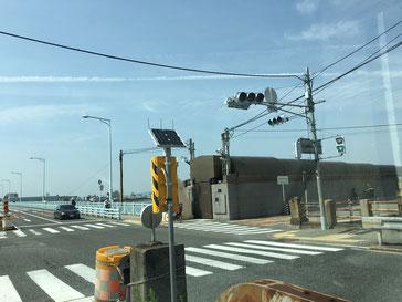 大阪市方面から見た入場ゲート
