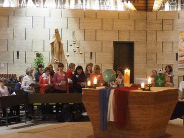 Der WGT-Chor unter Leitung von Elke Grote und mit musikalischer Begleitung durch Lubica Havrilova-Grigoleit  am 4. März'16 in der St. Anna-Kirche.   (Foto: Scharpf)