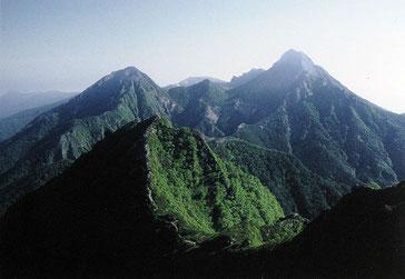 荘厳な山塊(八ヶ岳主峰群)