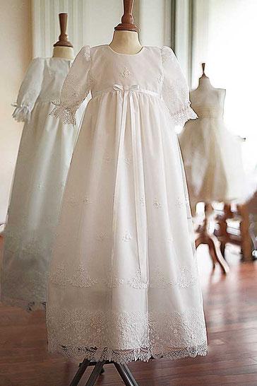 Robe longue baptême bébé fille en dentelle blanche. Fait-main France. Magasin vêtements baptême paris, Ile de France, France. Envoi dans toute la France.